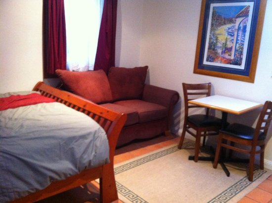 Manly Lodge Boutique Hotel: Sofa