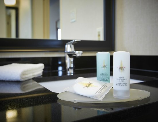 Comfort Inn Baie-Comeau : Beautiful Granite Bathrooms