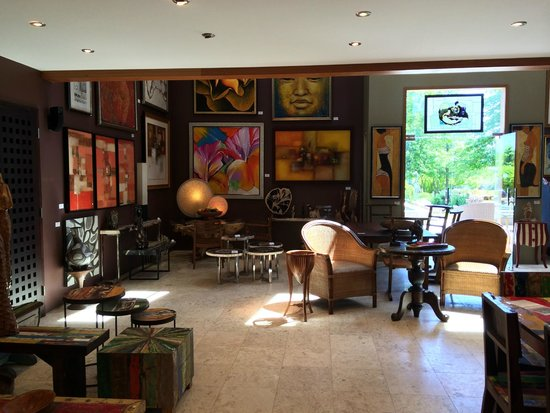 The Dunes Studio Gallery & Cafe: Inside store