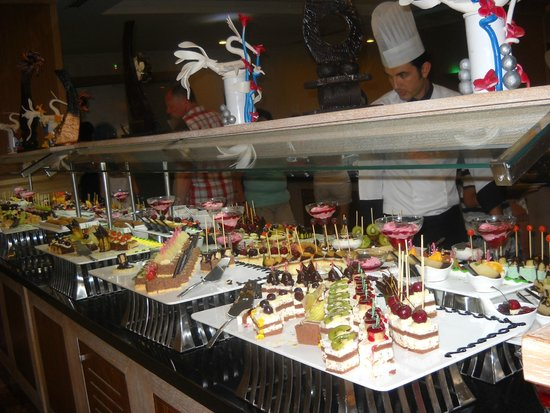Aydinbey King's Palace Spa & Resort: Main restaurant, sweets