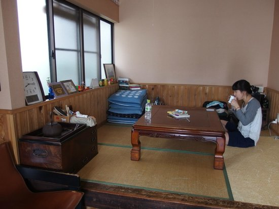 Nikko Guesthouse Sumica: Living room.