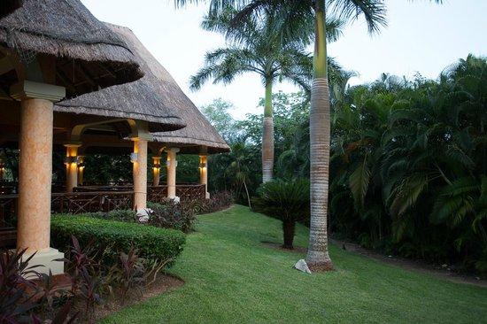 Grand Palladium Kantenah Resort & Spa: grounds