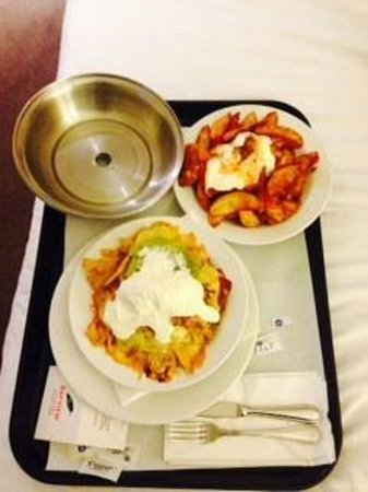 Bayview On The Park: Room Service