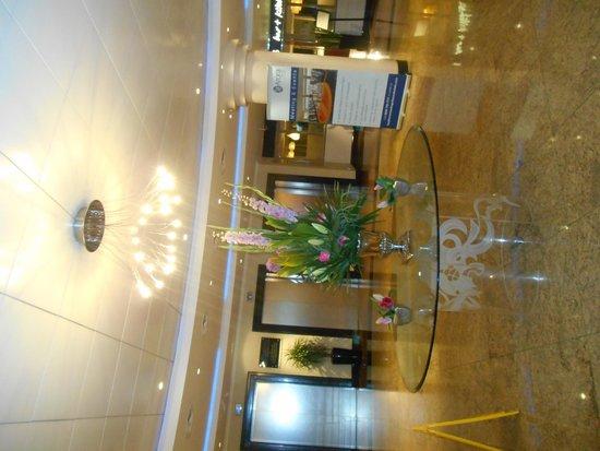Heathrow Hotel Bath Road: inside the hotel