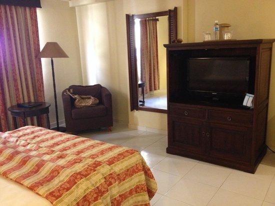 W&P Santo Domingo: Otro ángulo de la habitación 1