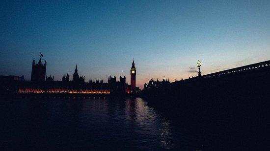 Sunset behind the Big Ben