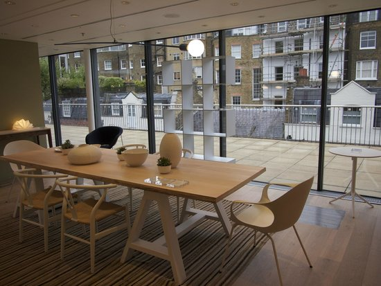 outsude picture of the conran shop marylebone london. Black Bedroom Furniture Sets. Home Design Ideas