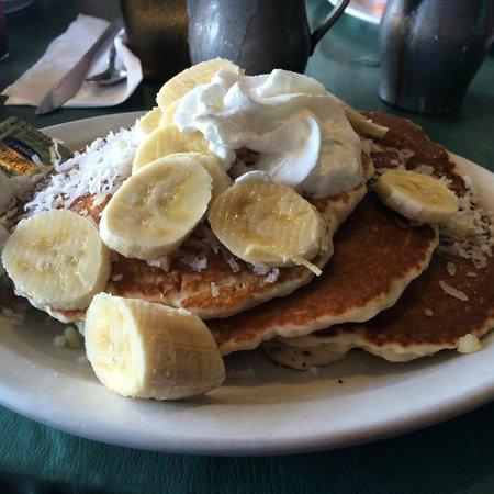 Ono Family Restaurant and Shave Ice: Yummy! Coconut Macadamia Pancakes