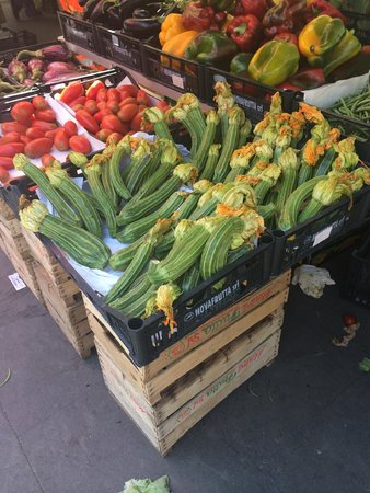 Eating Italy Food Tours in Rome: Zucchini at market
