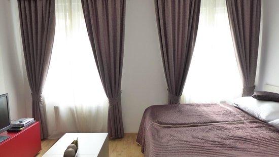 Salvator Superior Apartments: room