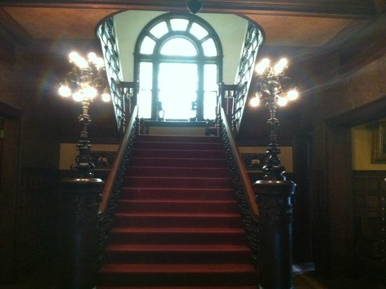 Rockcliffe Mansion: Grand staircase