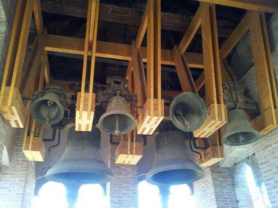 Fundacion Amantes de Teruel : Campanas de la torre de la Iglesia de San Pedro