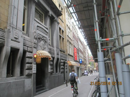 Rho Hotel: Entrance to Hotel