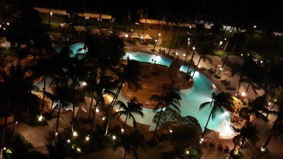 Sofitel Philippine Plaza Manila : night time