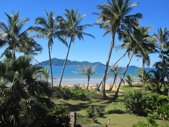 Mission Beach : Dunk Island in the background