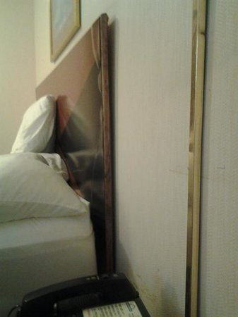 Days Inn Dillon: How does one get water damage on a headboard?