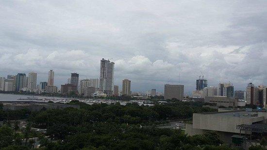 Sofitel Philippine Plaza Manila : manila skyline