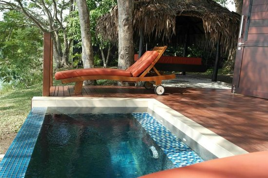 The Havannah, Vanuatu: plunge pool and day bed