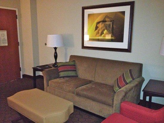 Embassy Suites by Hilton Austin Arboretum: Entry area of room