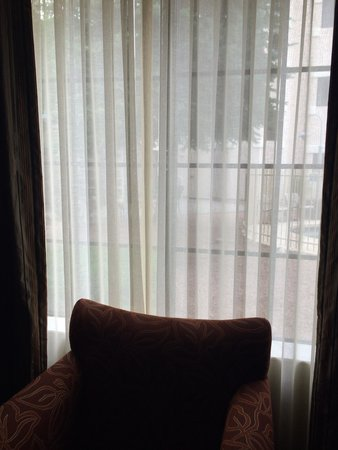 Embassy Suites by Hilton Flagstaff: Room 121 - window to pool