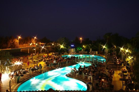 Belek Beach Resort Hotel: Dining next to the pool