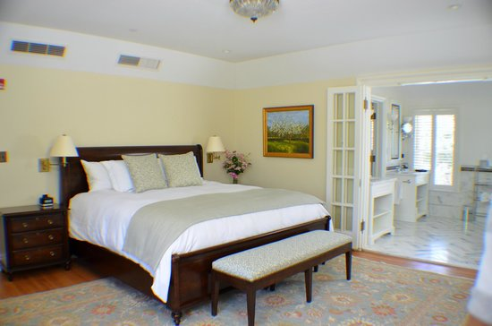 Stone Porch by the Lake: The Lakefront King Suite