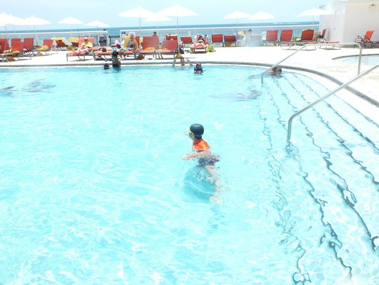 Ramada Plaza Marco Polo Beach Resort : clean pool