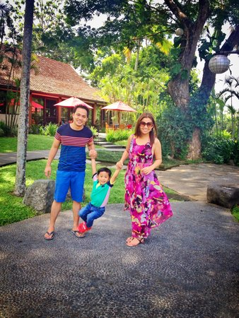The Farm at San Benito : My happy family!��