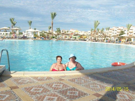 Dana Beach Resort: возле бассейна