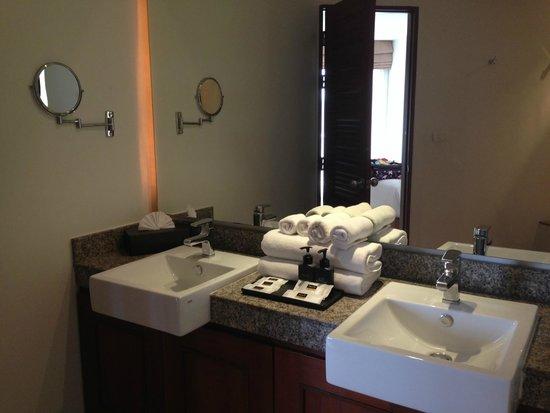 Cachet Resort Dewa Phuket - Nai Yang Beach : メインベッドルームのバスルーム
