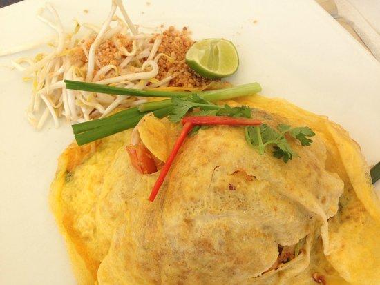 Dewa Phuket Resort Nai Yang Beach : タイ料理、名前はわすれました。