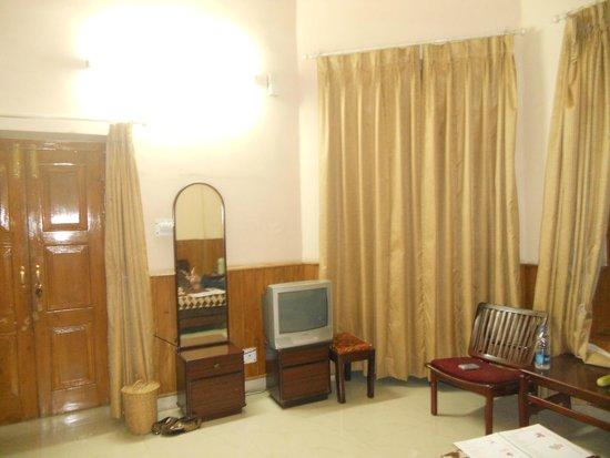 The Kashmir House: bedroom