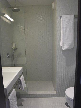 Moov Hotel Porto Centro: バスルーム