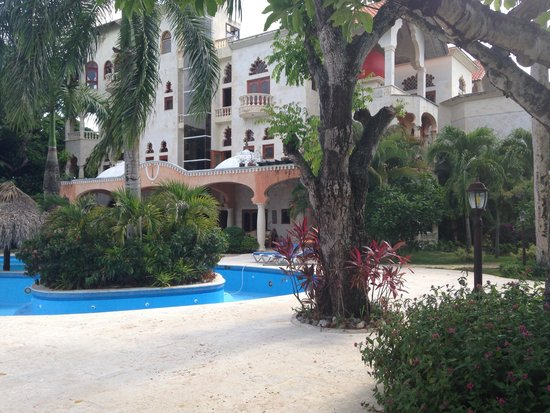The Palace at Playa Grande: Side view