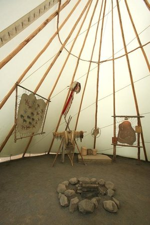 Site Traditionnel Huron: inside teepee