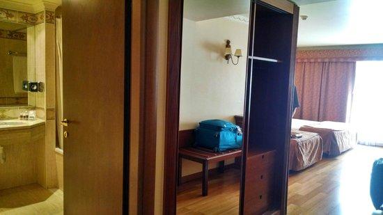 Turim Lisboa Hotel: armárto