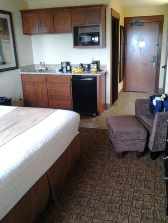 Best Western Astoria Bayfront Hotel: nice kitchen area in the room