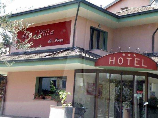Hotel La Villa: Hotel front