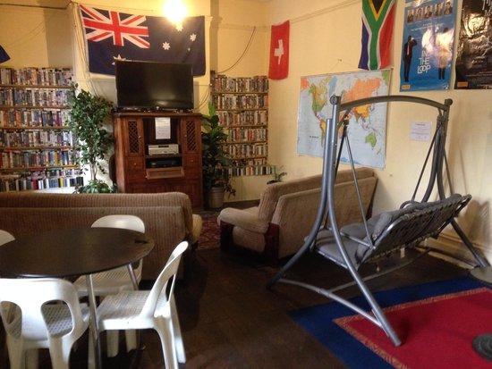 Pirates Backpackers Fremantle: loungeroom