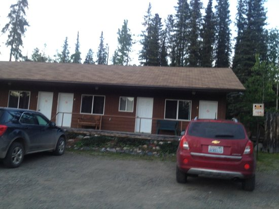 Dease Lake, Canada : We stayed in the room on the far right
