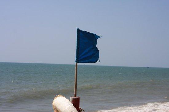 Blue Waves (Tien Dat) Resort: предупреждающий флаг