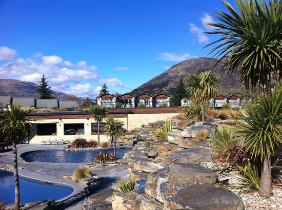 Oakridge Resort Lake Wanaka: The pools (and one bedroom units in the background)