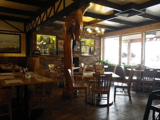 7-11 Ranch Restaurant: Dining Room