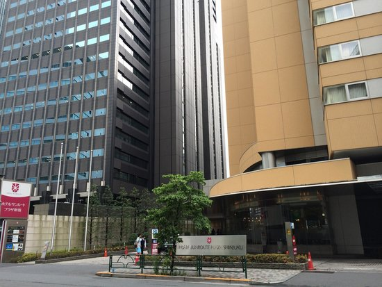 Hotel Sunroute Plaza Shinjuku : Hotel Sunroute Shinjuku - area is less busy.