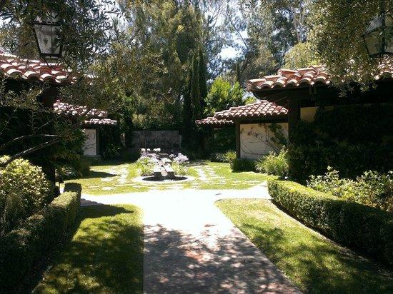 Rancho Bernardo Inn: Massages are available outside too!