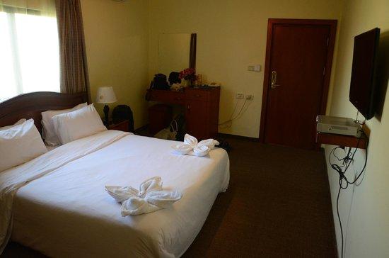Al Rashid Hotel: Other side og room