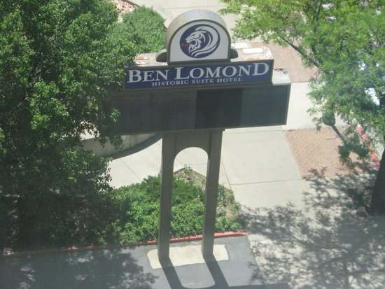 Ben Lomond Suites Historic Hotel, an Ascend Collection Hotel: Hotel Sign at entrance.