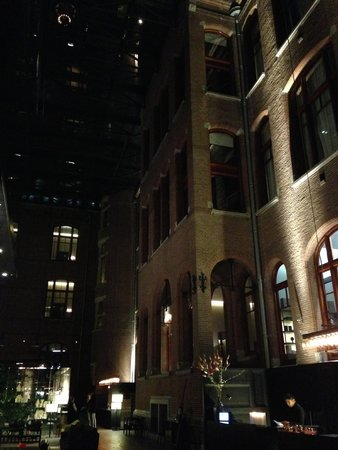Conservatorium Hotel: лобби