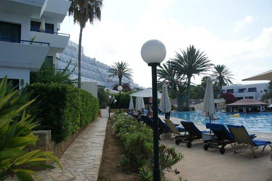 Azia Resort & Spa : Część hotelu i basen