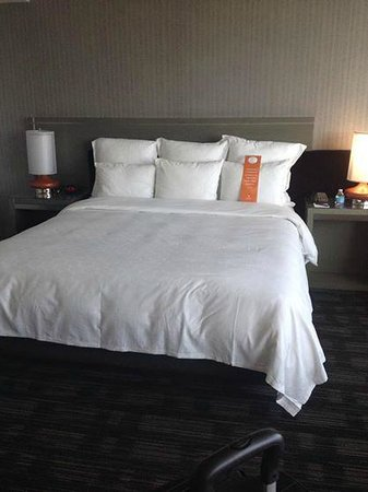 Loews Hollywood Hotel : Bedroom